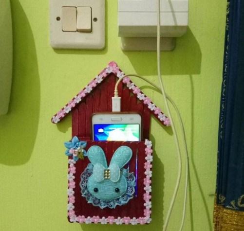 Kreativitas dari Barang Bekas Stik Es Krim Untuk Tempat Charge HP